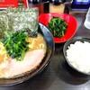鶴ヶ峰の「せんだい 本店」で醤油豚骨ラーメンほうれん草増しを食べた感想。バランスの良い豚骨スープはライスとほうれん草が進みます。特に麺がプリプリで好みかな。