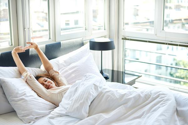 シャッキリ爽快! ズボラなあなたもできる、ベッドで簡単朝トレーニング