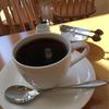 陽光溢れ穏やかな時が流れる明るい店内 ∴ カフェ アリエス