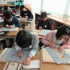 6年生:図工 木版画 彫り進める