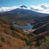 紅葉の精進湖と富士山 精進峠とパノラマ台