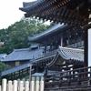 東大寺/朝に歩けば。柔らかな光がゆっくりと射してきます。叙事詩の舞台の幕開けのようといえば大袈裟か。