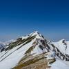 残雪の八方尾根を歩いて北アルプス唐松岳に登ってきた