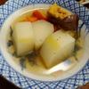 幸運な病のレシピ( 2359 )昼:煮しめ、エノキと鳥のしぐれ煮、めざし、鮭