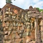 「象のテラス」~アンコートムど真ん中の躍動感ある、象のレリーフが連なる長大なテラス!!