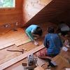 屋根裏部屋の床貼り