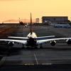 エアバス A380. 夕闇に離陸。迫力抜群ですわ・