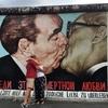 ベルリンの壁ってこんなに薄いの!?「イーストサイドギャラリー」のキスの絵を見に行ってみた。