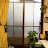 窓ガラスに木枠をつける -スリガラス風カッティングシート@セリア/工作角棒@ダイソー-