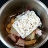 ホットクック: 煮込みうどん。30分かかるけれど自分で作るよりラク&美味しい。