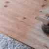 テーブルに柿渋を塗る