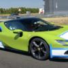 珍しいライムグリーンのフェラーリSF90ストラダーレ