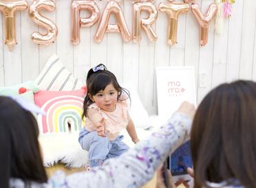 ママ向け動画マガジン「mama+」のイベントで、人気フォトグラファーがスマホで子どもをかわいく撮るコツを伝授!