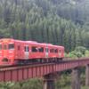 久大本線の鉄橋を通過するキハ220形 Kiha 220 passing through the railway bridge on the Kyudai Main Line