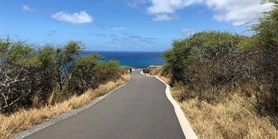 マカプウ岬、見渡す限りの海と空、その青さに圧倒されっぱなし