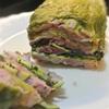 簡単レンジ蒸し、レタスとズッキーニ、薄切り豚肉のミルフィーユ