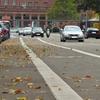 紅葉の季節のドライブは路上の落ち葉に要注意!バイク、自転車も対策を