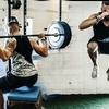 高強度の複合下半身動作と爆発的競技動作に伴う股関節伸展筋群の役割(ジャンプやランニングでは、負荷の増加に伴って股関節の関与の比率が高まるだけではなく、低強度での膝関節優位から高強度での股関節優位への変化も示す)