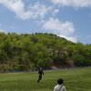 「天空の花回廊」の芝桜 満開間近《#2》 ― 矢筈池湿原の遊歩道と大道芸 ―