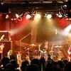 3組目は「ガールズロックバンド革命」!大迫力のロックサウンドで会場を圧倒