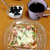 オリーブと枝豆のピザトーストで朝ごはん