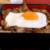 神田ランチ シンプルに米と肉!トッピングは目玉焼き