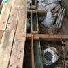 基礎補強、型枠にコンクリートを流す