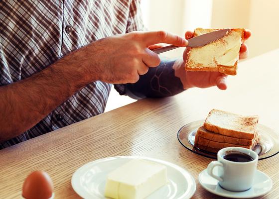「パンが落ちるときバター面が下になる」は物理で考えれば当たり前
