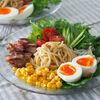 豚肉カリカリ☆野菜たっぷりラーメンサラダ|冷蔵庫の整理にもなって便利