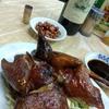 香港地元飯、熟食中心:香港仔街市、パリパリハトさん、もやしと豚肉の炒め物、牛リブ黒こしょう