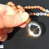 圧倒的な輝き!浄化・開運をお求めのあなたへ!プレミアムカット水晶のドラクシャマーラーペンダント(菩提樹の実)全チャクラ対応