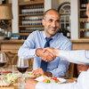 【職場で使える英会話】外国人ビジネスパートナーとの接待をセッティングする時の注意点