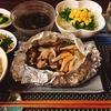 包んで焼くだけ!さばみそ煮缶のホイル焼き/コンビニハンバーグでロコモコ丼(*´ω`*)