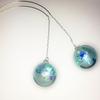 青色ガラスドームのピアス