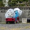 囚機関車トーマス、袋を被る
