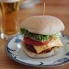 成城石井のハンバーグ&全粒粉入りロールパンで作った450円ハンバーガーが美味い