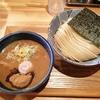 極太麺を鰹が効いたスープで食す