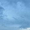 素知らぬ雲は流れ