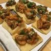 余った食材で作る簡単おつまみレシピ「油揚げキムチ納豆オクラ乗せ」
