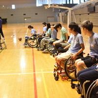 All for Oneを体現するため、95名で車椅子バスケを体験しました