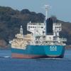 出港していくセメント運搬船
