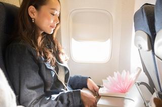 【東急ハンズ推奨】旅行の移動中も時間を無駄にしない!飛行機の中をサロンにする方法