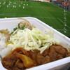 ●NACK5スタジアム「ネオ屋台村」のレッドカレー&ゆずこしょうつくね丼