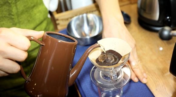 アイスコーヒーを年中飲むライターがプロにドリップと水出しの淹れ方のコツを聞いてきた【コーヒーの濃さは算数】