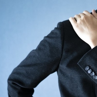 肩こりの原因は自律神経? セルフチェックで整える自律神経トリートメント