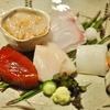 銀座の「御料理 かつ志」で若竹と牛鍋、鰆西京焼き、聖護院蕪煮、鯖棒寿司、蛤しんじょお椀、こごみ天、ふぐ白子フライ、じゃがバター風、のれそれうどん風他。