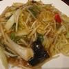 石川県金沢市額新保にある中華料理屋さん、中国旬菜坊幸來で具だくさんのあんかけ焼きそばとシンプルなチャーハン。