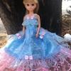 ブルーとピンクのドレス