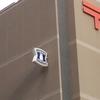 頭上を見よ。神戸中央郵便局の超高層JPローソン看板【兵庫県神戸市中央区】