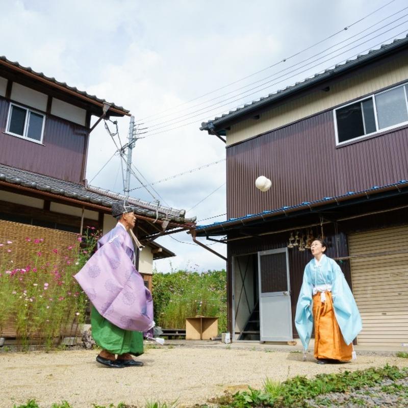 """京丹波町が""""蹴鞠の里""""に⁉︎ KEMARI文化を未来へつなぐ鞠師夫婦を訪ねて"""